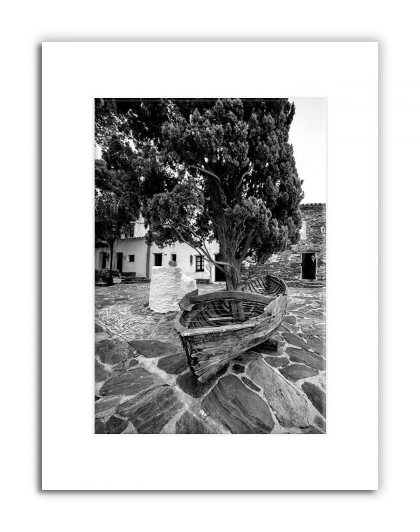 dali-boat-with-cypresstree